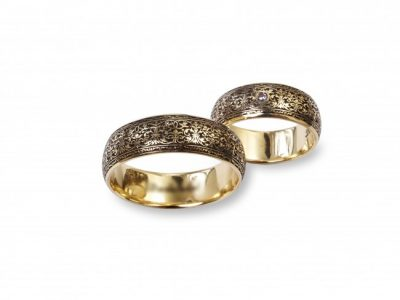 Wedding rings with ornament