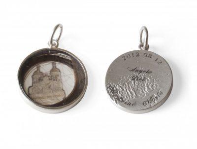 Pakabukas-relikvija su bažnytėlės vaizdu